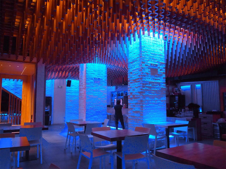 Detalle iluminación nocturna zona de comedor