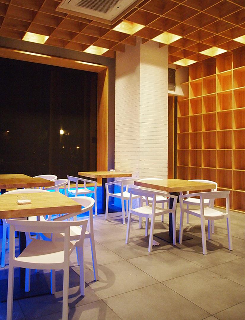 Zona comedor / biblioteca